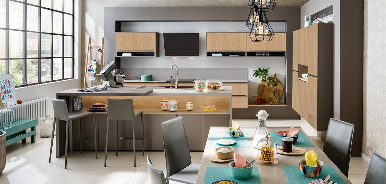 Moderne skreddersydd kjøkkenøy og tre loftstil
