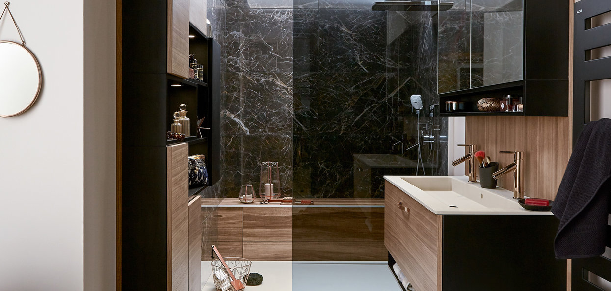 Bilde Lite sort og hvitt design baderom