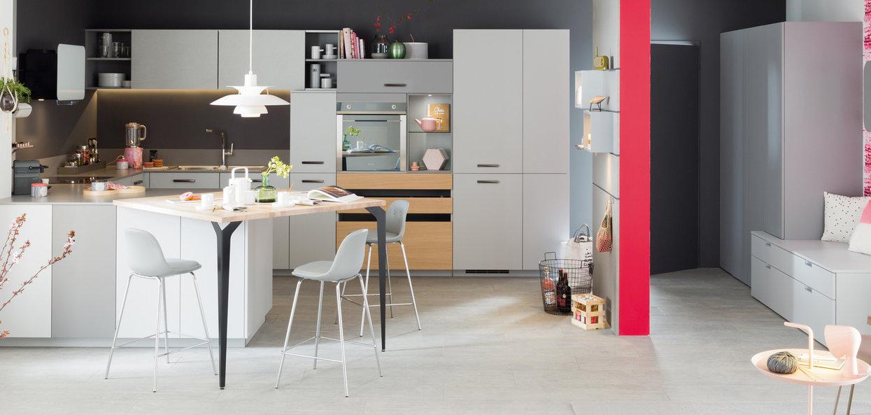 Bilde U-formet trendig kjøkken grått og tre