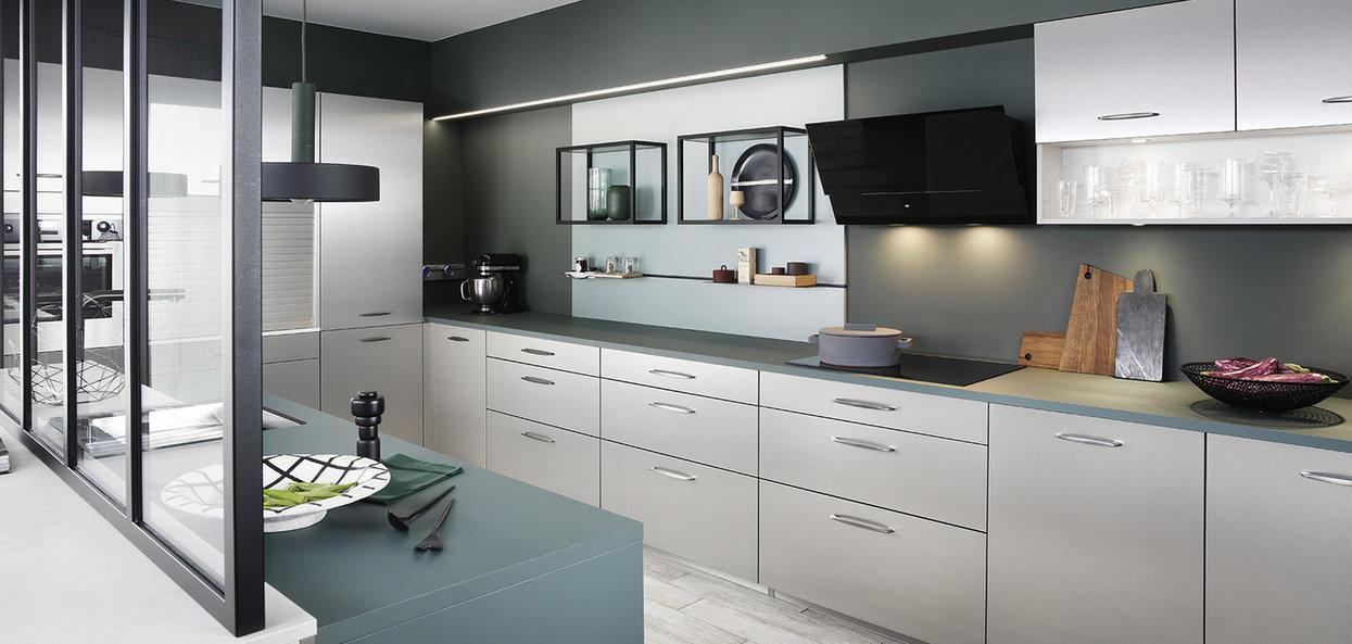 Bilde Kjøkken med moderne vitrine